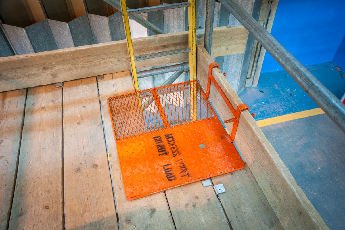 """safety code for scaffolds and ladders Codes of practice: """"preventing falls in housing construction"""" and """"managing   ladder use: ladders are principally an access system but can be used to work   for heights less than 4 metres a scaffold may be erected by competent person."""
